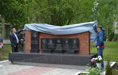 Открытие монумента памяти выпускникам, погибшим в локальных конфликтах